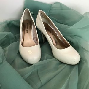 Madden Girl White Patent leather pumps size 7